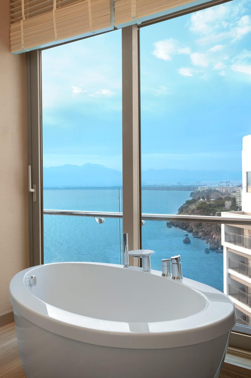 Akra Barut | Panorama Suite Bathroom