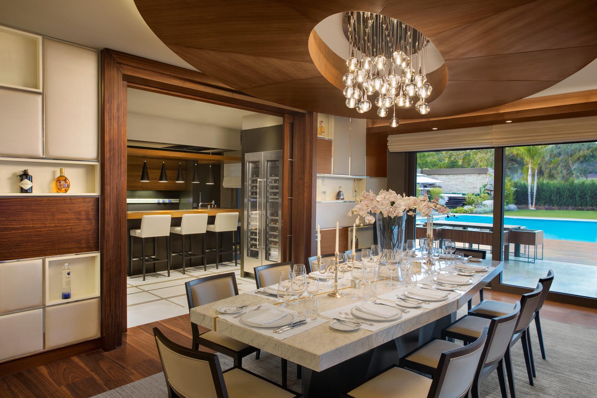 Regnum Crown Villa | Dining Room