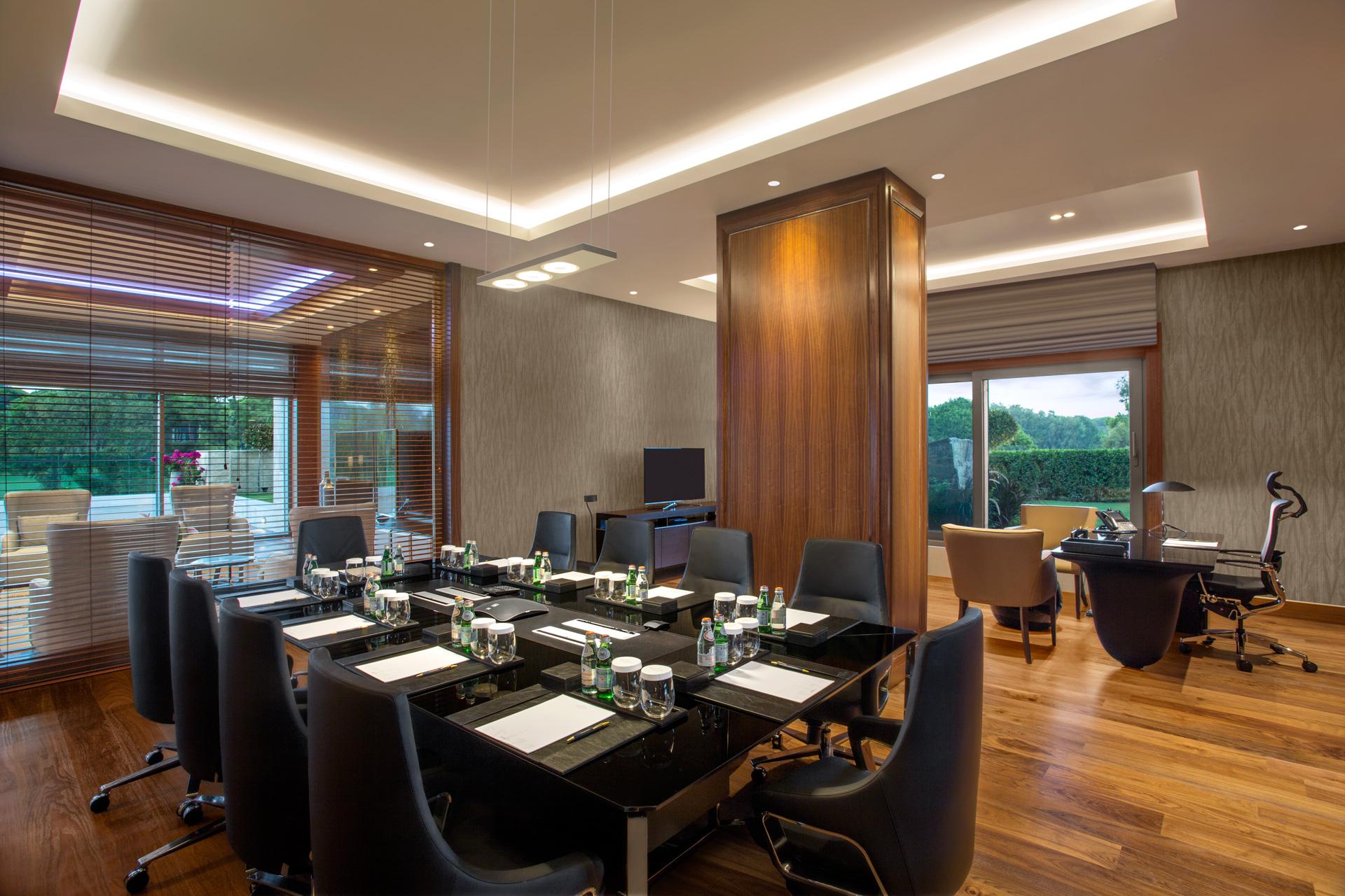Regnum Crown Villa | Meeting Room